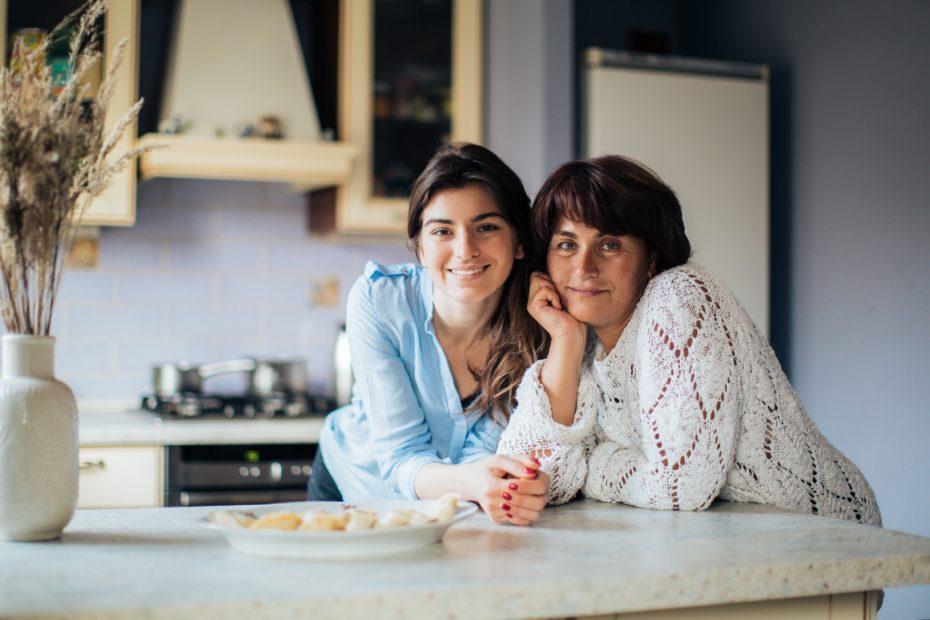 Une patiente atteinte d'un cancer et son aidant